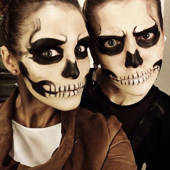 21 easy fresh couple halloween makeup ideas halloween maquillage halloween halloween. Black Bedroom Furniture Sets. Home Design Ideas