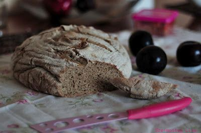 bread with plums