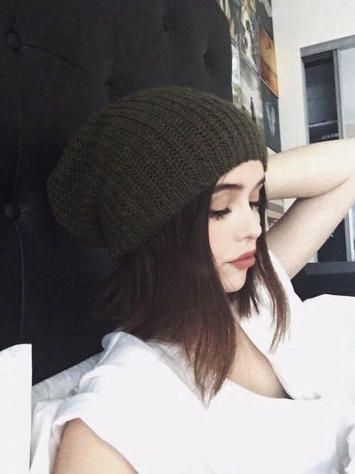 Imagem através do We Heart It https://weheartit.com/entry/174494522 #beanie #girl #acacia #sitemodel #acaciaclark #acaciabrinley #acaciabrinleyclark