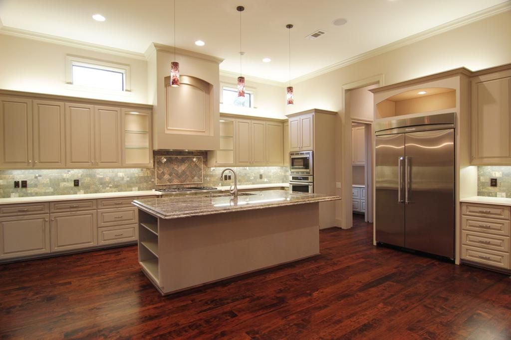 3103 Banbury Houston Tx 77027 Kitchen Soffit Kitchen Kitchen Design