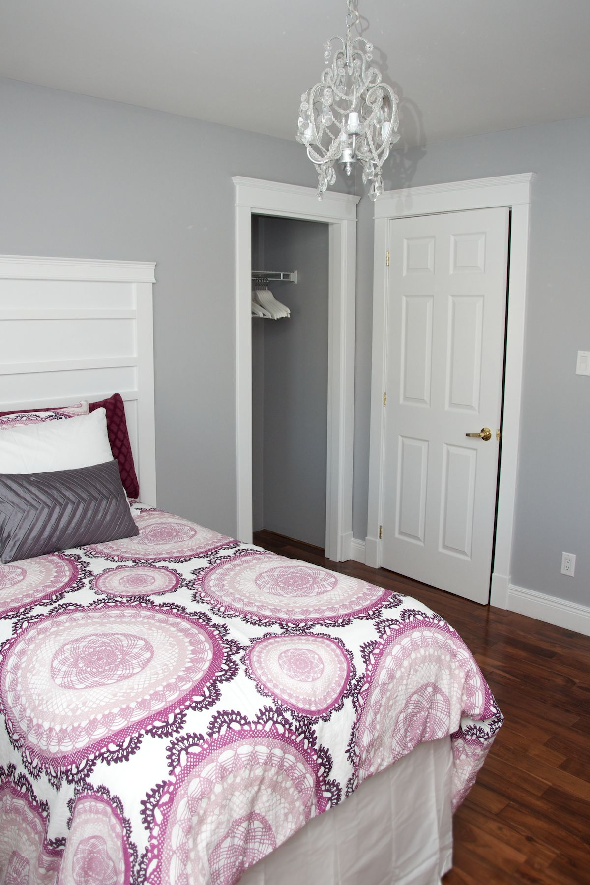 Perfect gray to go with plum or lilac accents cil paints - What colour goes with lilac ...