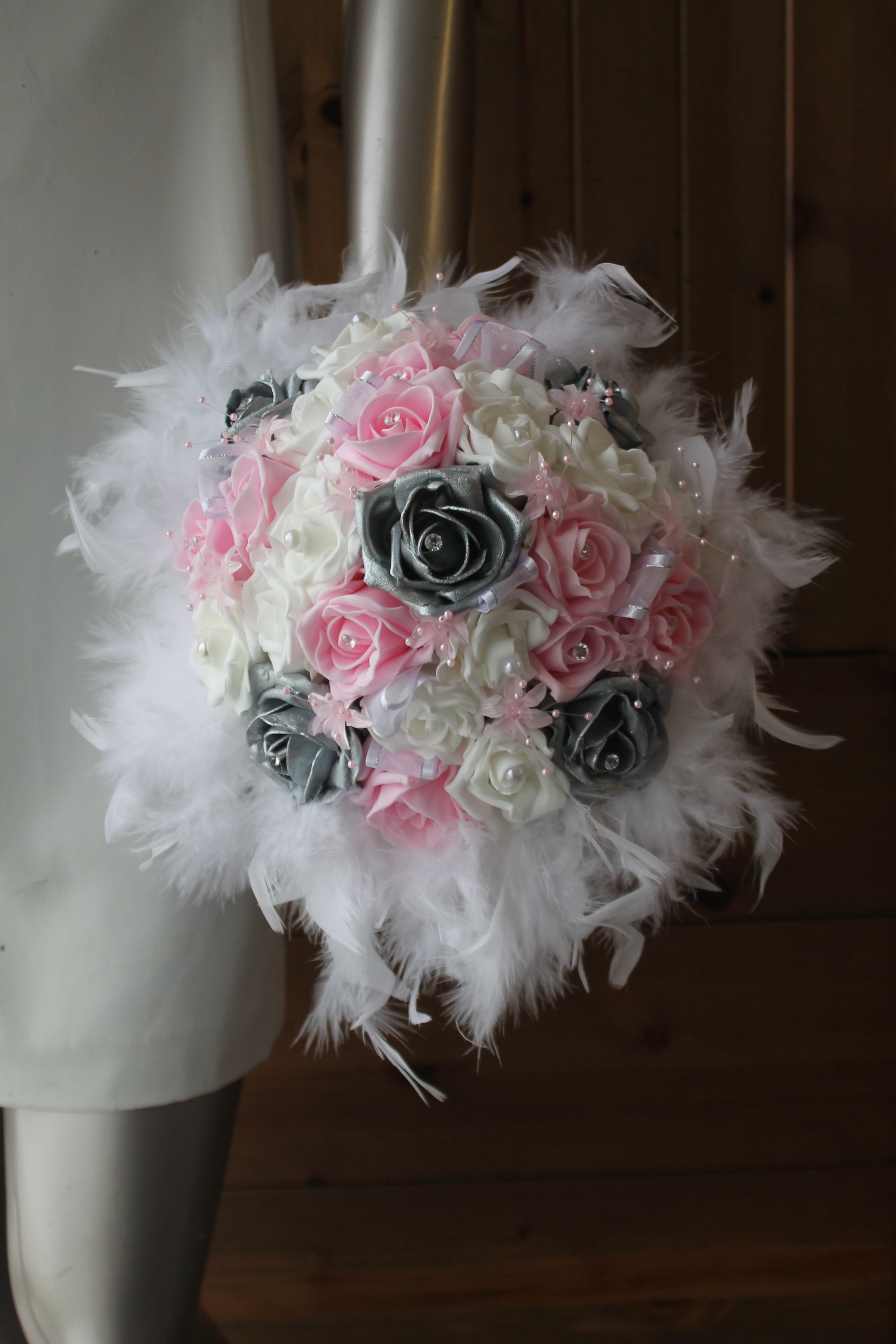 Bouquet Mariee Roses Blanc Ou Ivoire Rose Argent Et Plumes En 2019