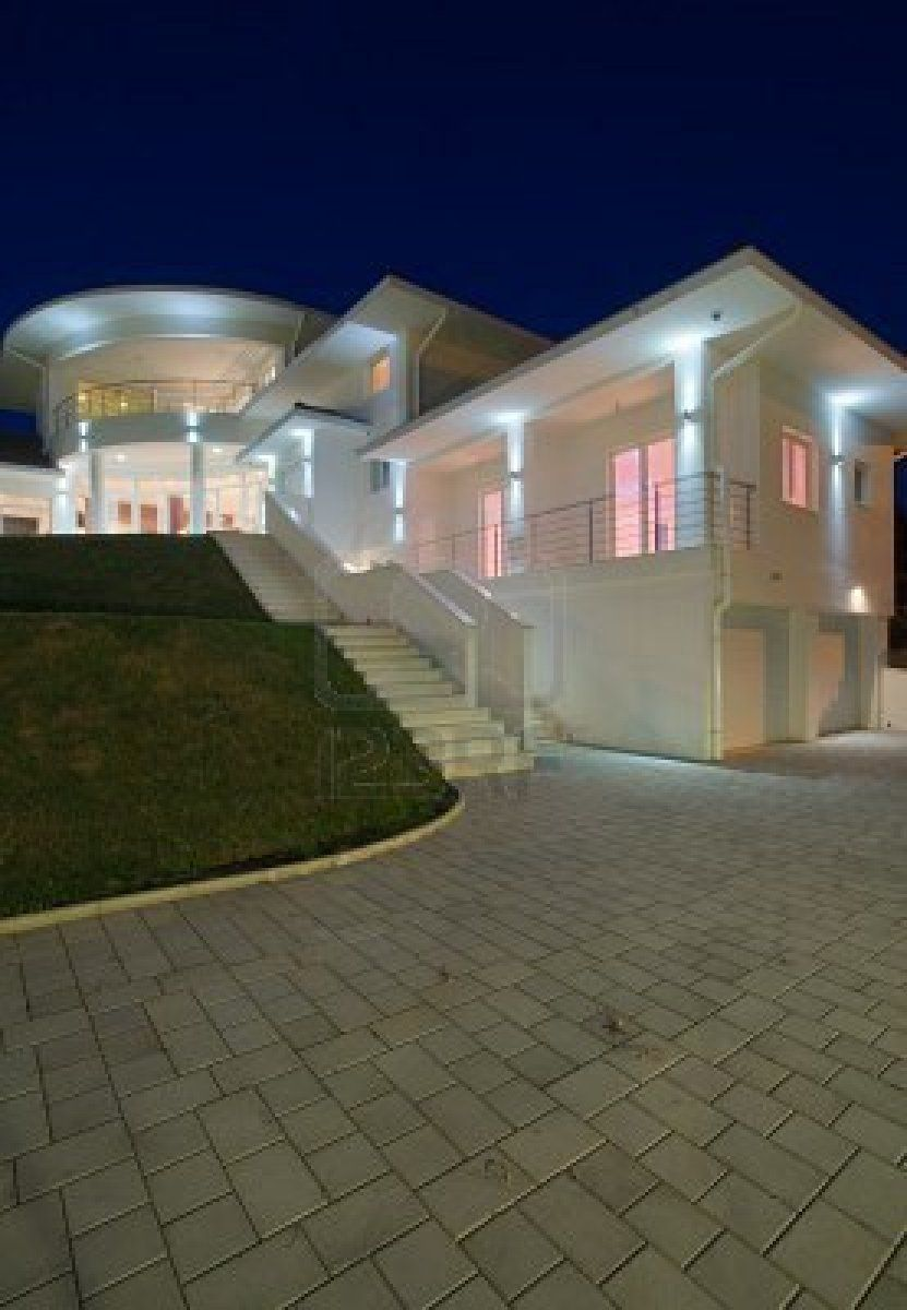 House Beautiful Large Living Rooms: Modern House Exterior, Large And Expensive House