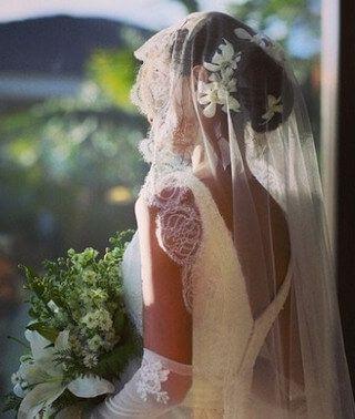 マリアベール 髪型 花