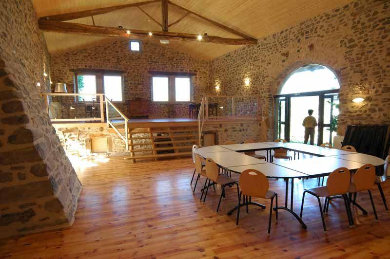 Grange - Salle poyvalente Chantelou - Auvergne Gite Groupes - Chambre De Commerce Clermont Ferrand