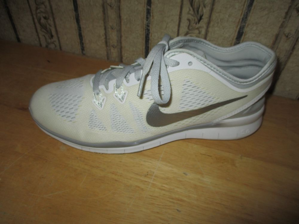 outlet store 3facd ecb0b EUC women s NIKE white FREE TR FIT 5 athletic shoes - size 8 1 2 -  CUTE!!!!!  fashion  clothing  shoes  accessories  womensshoes  athleticshoes  (ebay link)
