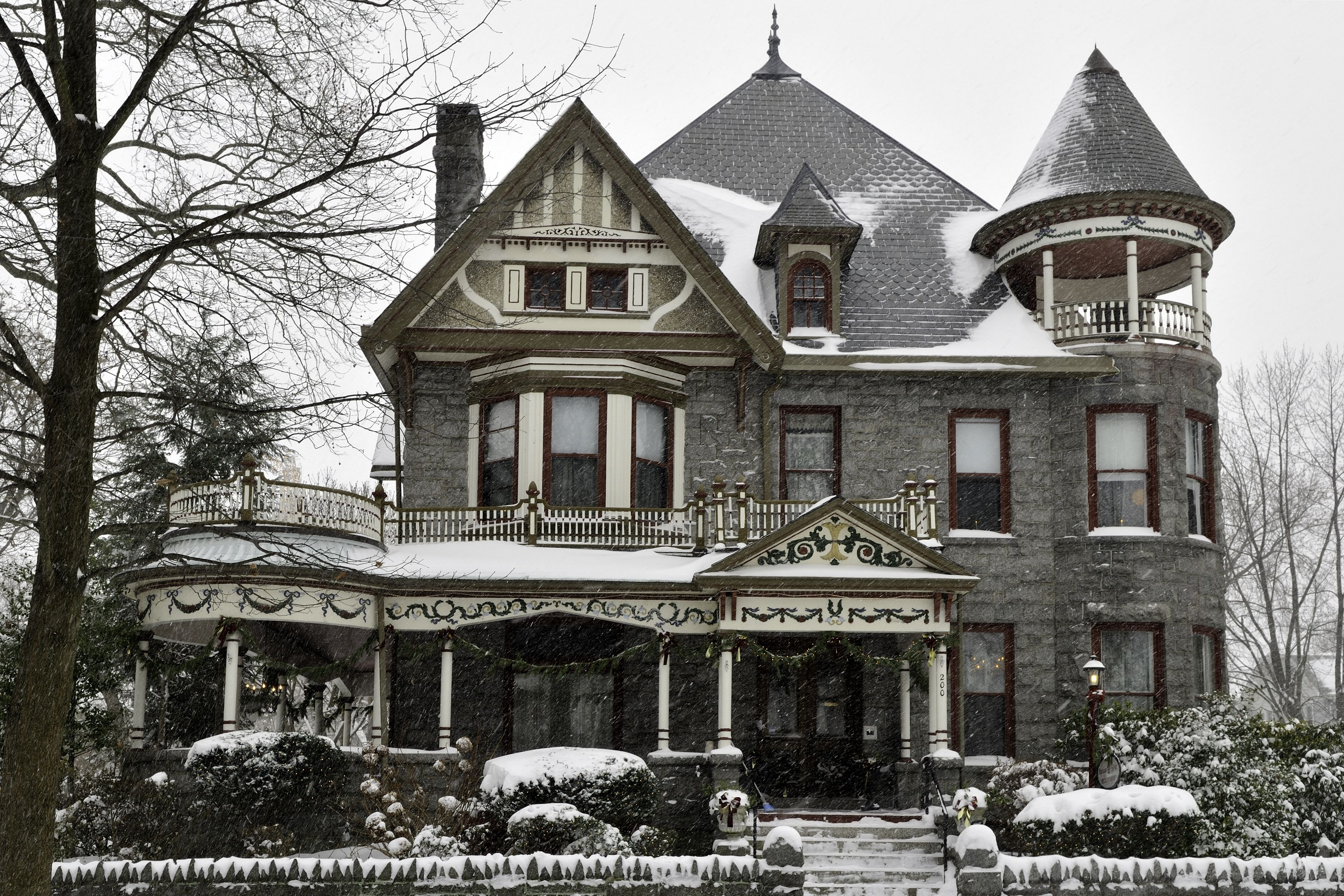 What Is The Difference Between A Queen Anne Style Home And A Victorian Hunker Victorian Homes Exterior Gothic House Victorian House Plans