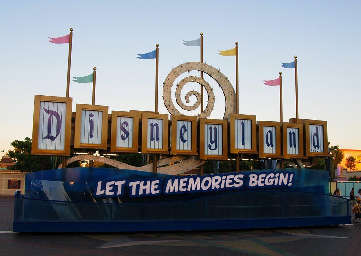 Disneyland Sign & Disney' California