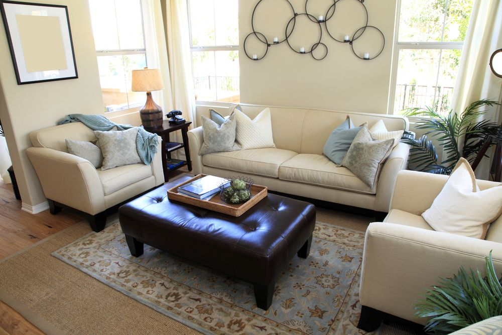 50 Beautiful Living Rooms with Ottoman Coffee Tables | Otomana de ...