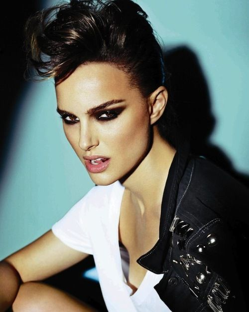 Natalie Portman for V-Magazine by Mario Testino. ♥ #brunette #brownhair #rock