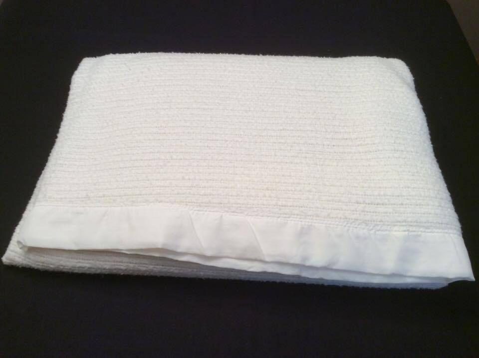 Vintage White Waffle Weave Acrylic Blanket With Satin Trim Double