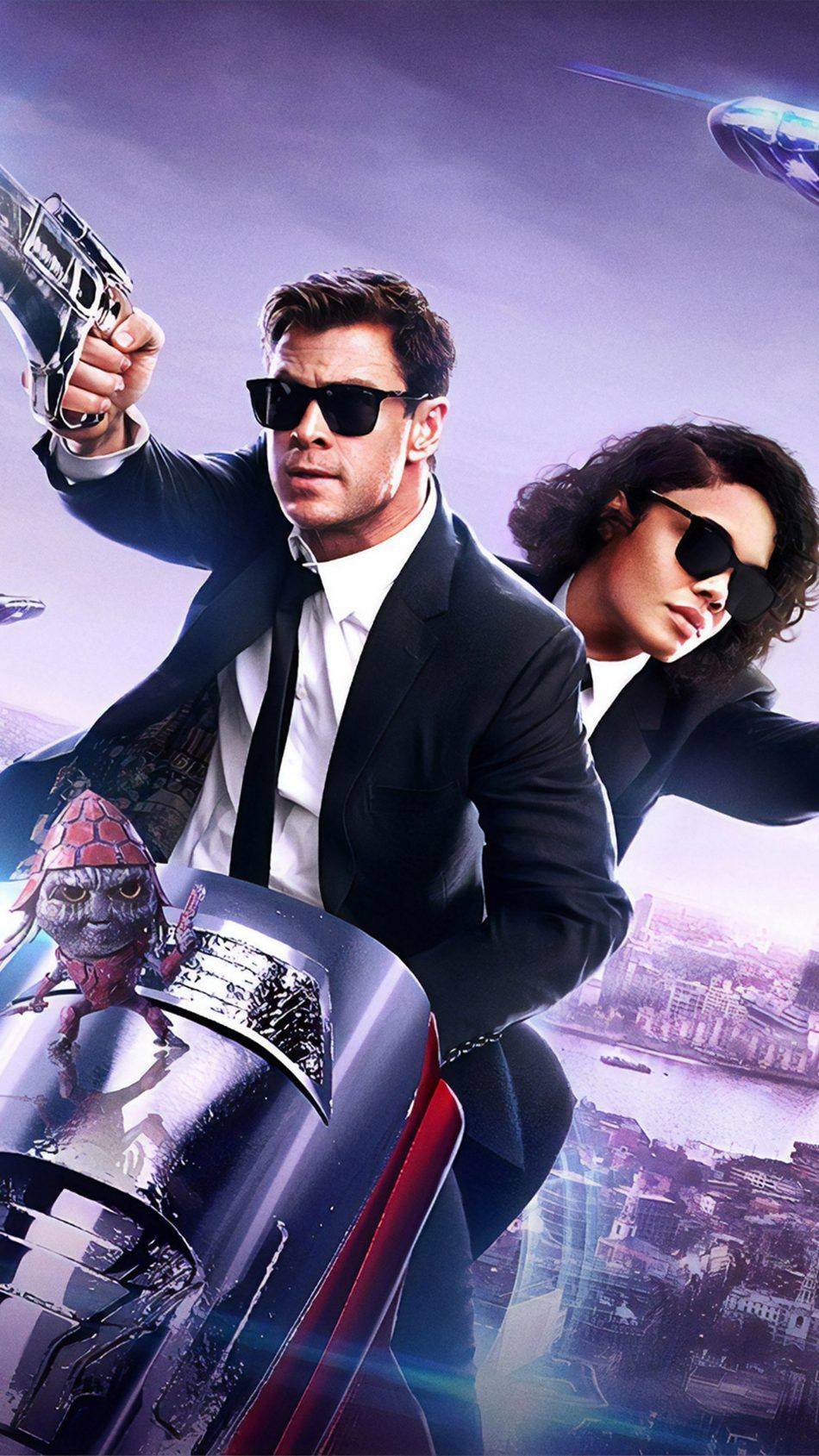 Chris Hemsworth Tessa Thompson In Men In Black International Chris Hemsworth Hemsworth Tessa Thompson