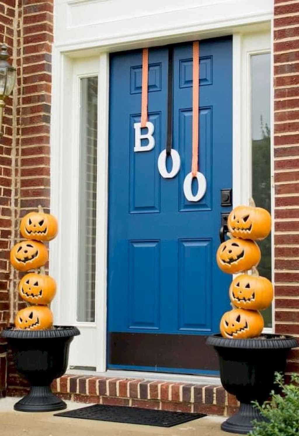 70 Beautiful Halloween Decorating Ideas Halloween Porch Decorations Halloween Porch Exterior Halloween Decorations