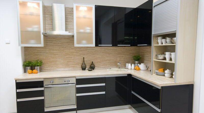 موديلات مطابخ المنيوم احدث اشكال مطابخ الوميتال 2019 قصر الديكور Modern Black Kitchen Modern Kitchen Cabinet Design Modern Kitchen Cabinets