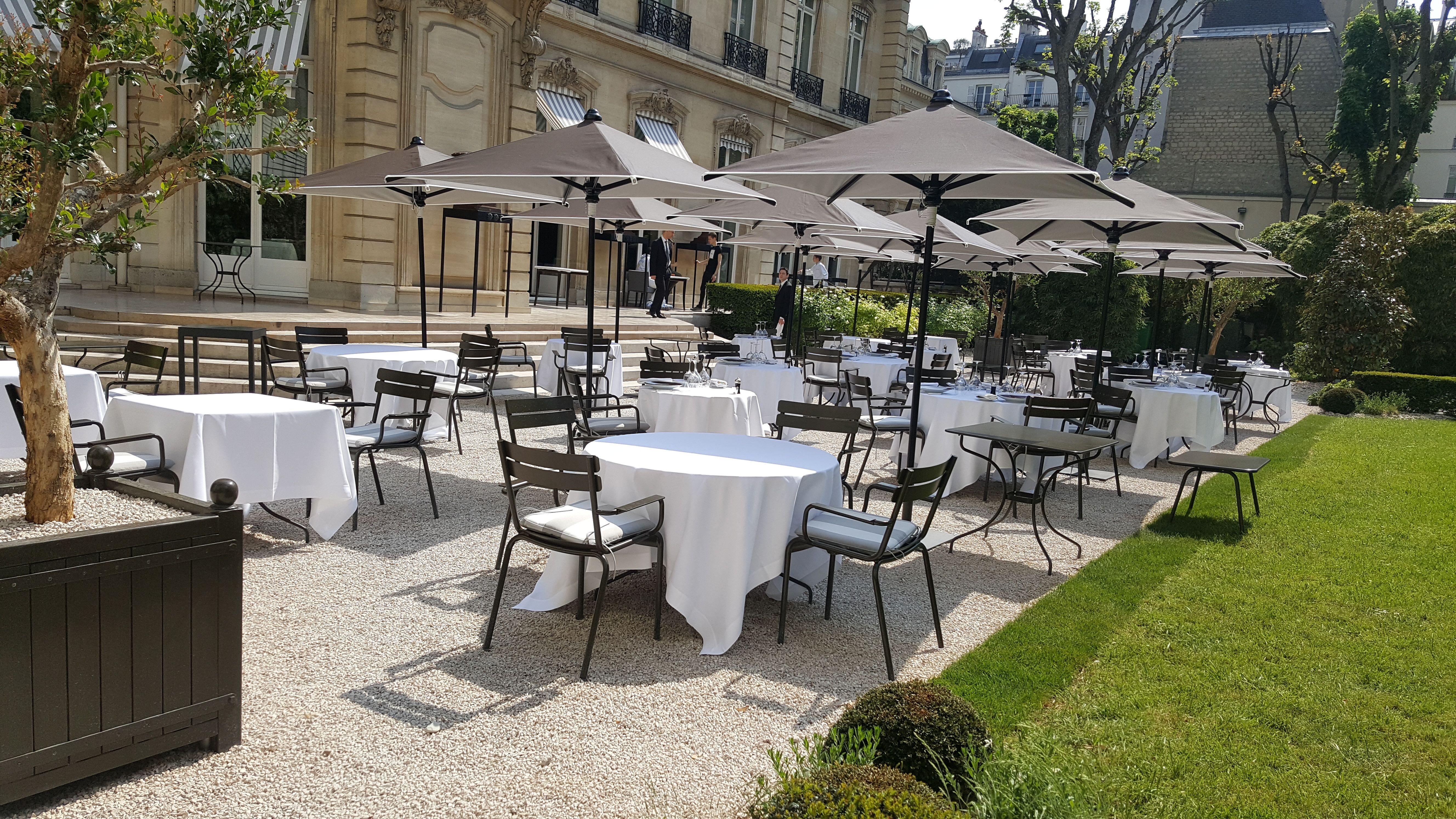 Table Chaise Coussins Personnalise Terrasse Restaurant Mobilier Exterieur