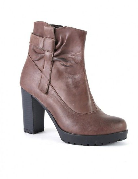 Σ  αυτά τα παπούτσια πρέπει να επενδύσετε φέτος. Online Αγορές f2c7ee436c9