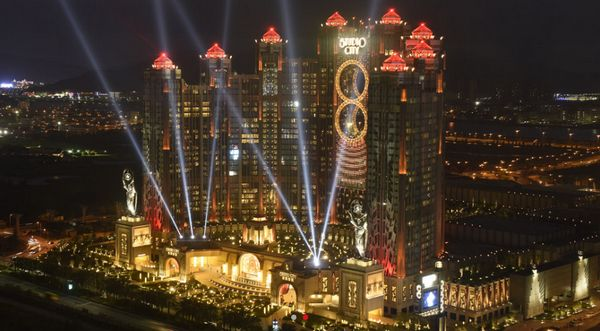 Studio City Of Macau Shines Bright With Illumination Physics Led Lights Studio City Studio City Macau Led Lights