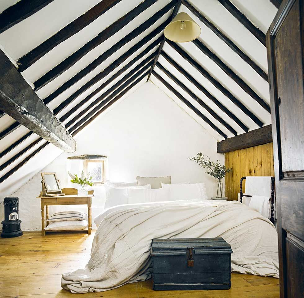Thatched Cottage White Bedroom With Black Beams English Country - Irish bedroom designs