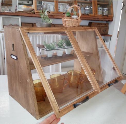 100円ショップのアイテムでdiyする キッチンの 見せる食器棚
