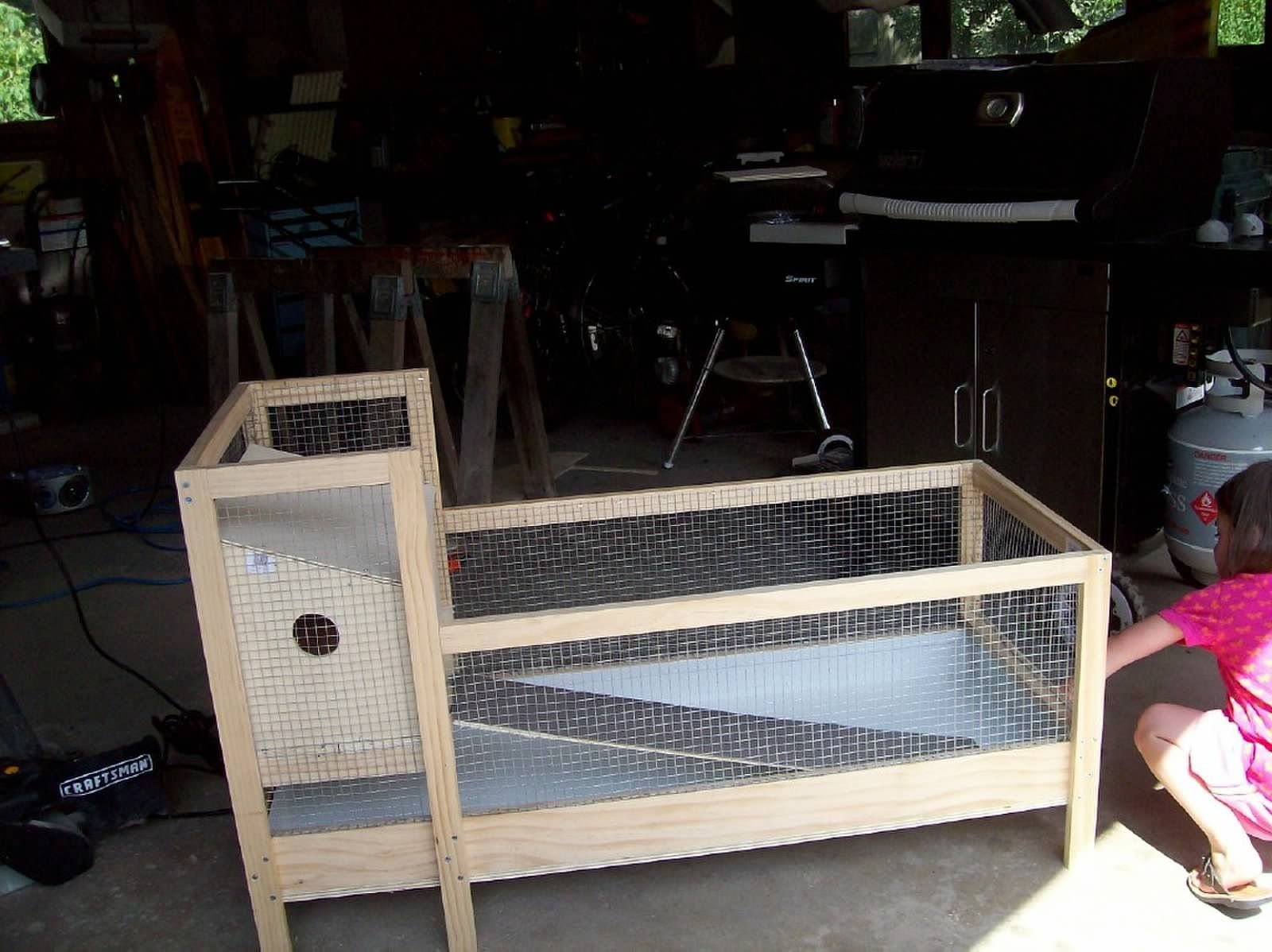 Homemade guinea pig cage guinea pigs pinterest cavy for Diy guinea pig hutch