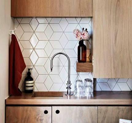 Juega con los acabados en azulejo para darle vida a las cocinas   #cocinasdemadera #DiseñodeCocinas #DecoIdeas
