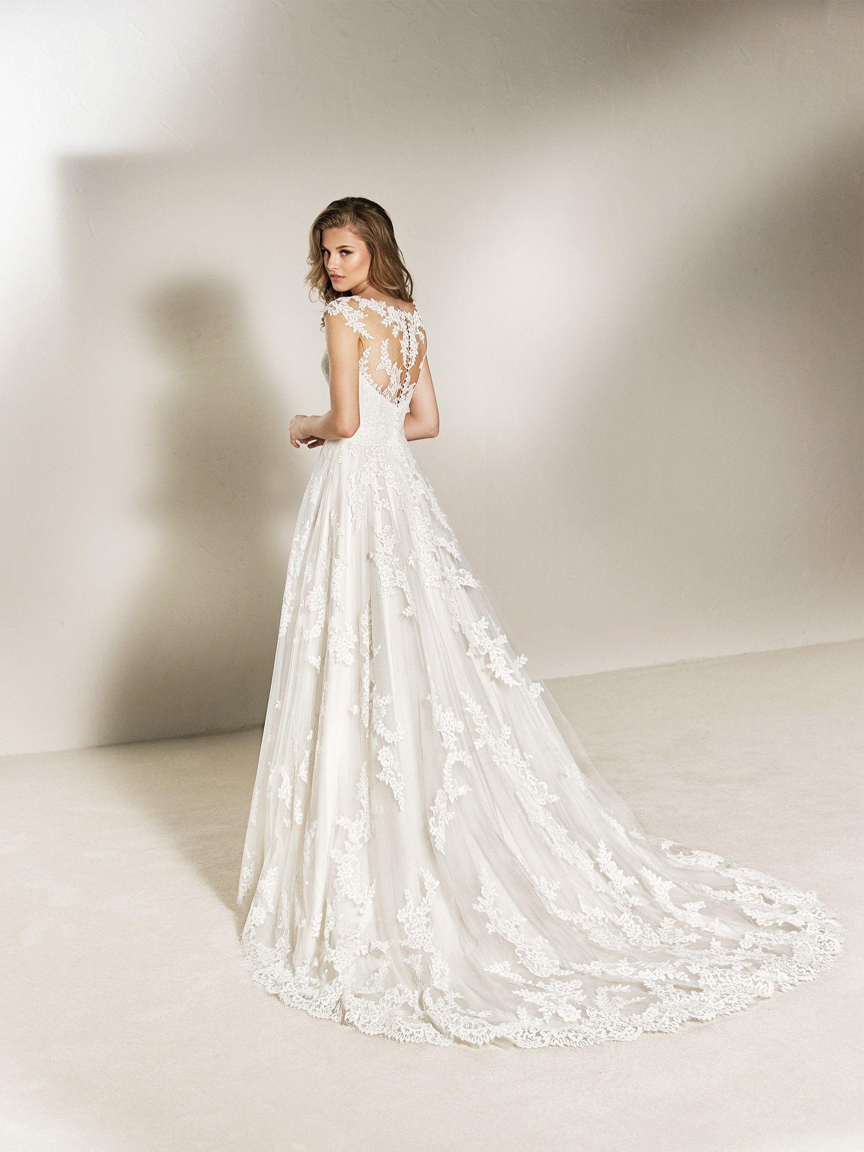 6e6371dbf7 Charlote  Vestido de novia estilo princesa en tul y encaje. Coleccion 2018  Pronovias