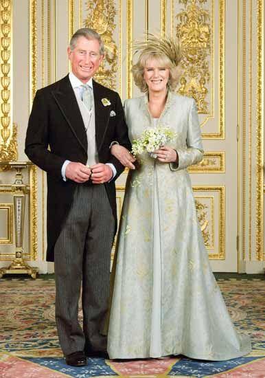 Carlo e Camilla nella foto ufficiale del loro matrimonio, lei