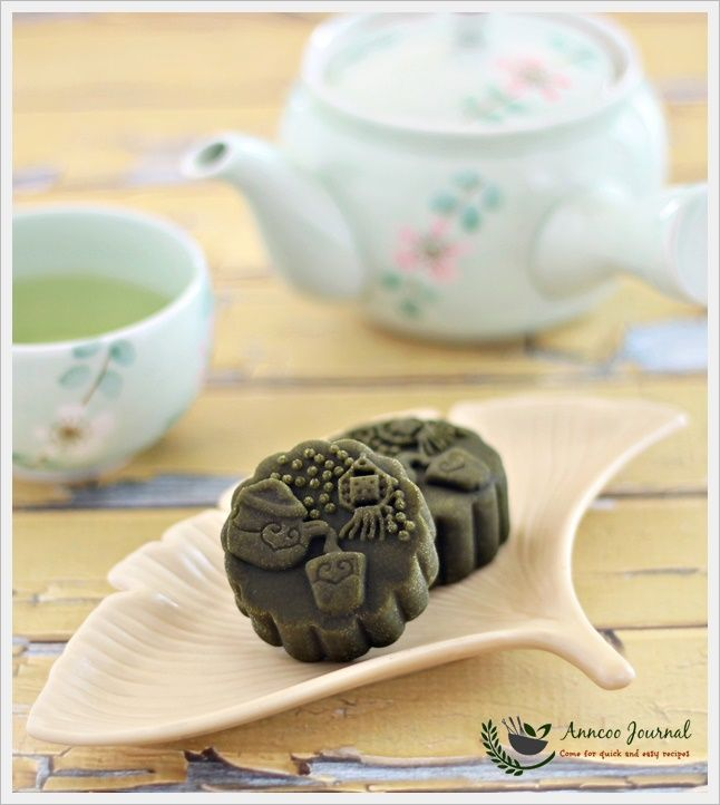 Baked Matcha Mooncakes by Anncoo
