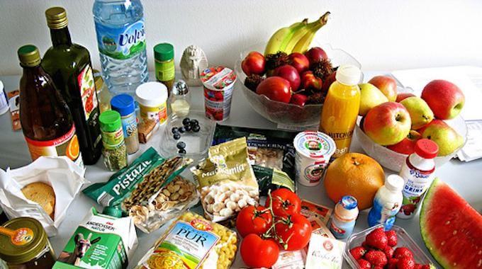On achète de la nourriture et on l'oublie au fond du frigo. Ça arrive à tout le monde. Résultat, le produit n'est plus bon car la date de consommation est dépassée. J'ai perdu des tonnes