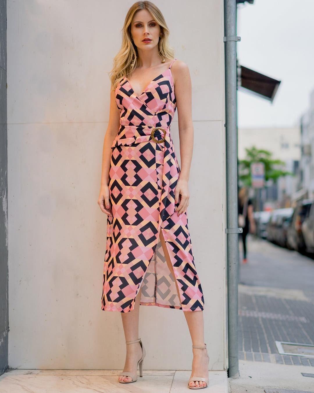 3c7ee312c Vestido estampado com fenda, perfeito para o dia a dia. #modaatacado #look  #lookdodia #bomretiro #bomretiroatacado #modabomretiro #verao…