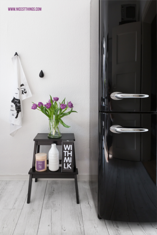 unsere k che in schwarz und wei neue industrielampe neue k che pinterest. Black Bedroom Furniture Sets. Home Design Ideas