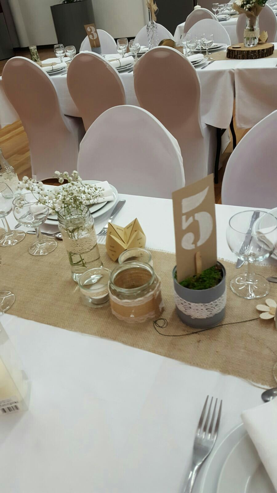 décoration mariage toile de jute dentelle numéro de table cocotte quizz mariés