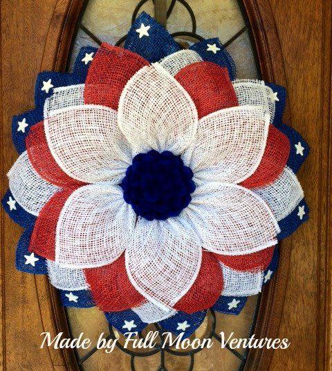 Photo of Patriotischer Kranz für Haustür, Kranz vom 4. Juli, Dekor für Gedenktage und Veteranentag, Gänseblümchen mit roter weißer und blauer Poly-Sackleinenflagge