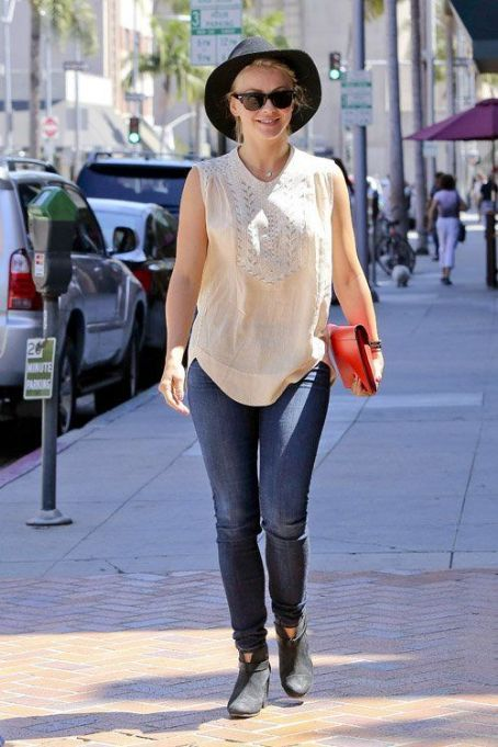 It was a day full of pampering for Miss Julianne Hough who stepped out for an appointment at a nail salon in Beverly Hills, CA on Wednesday (August 29). #juliannehoughstyle