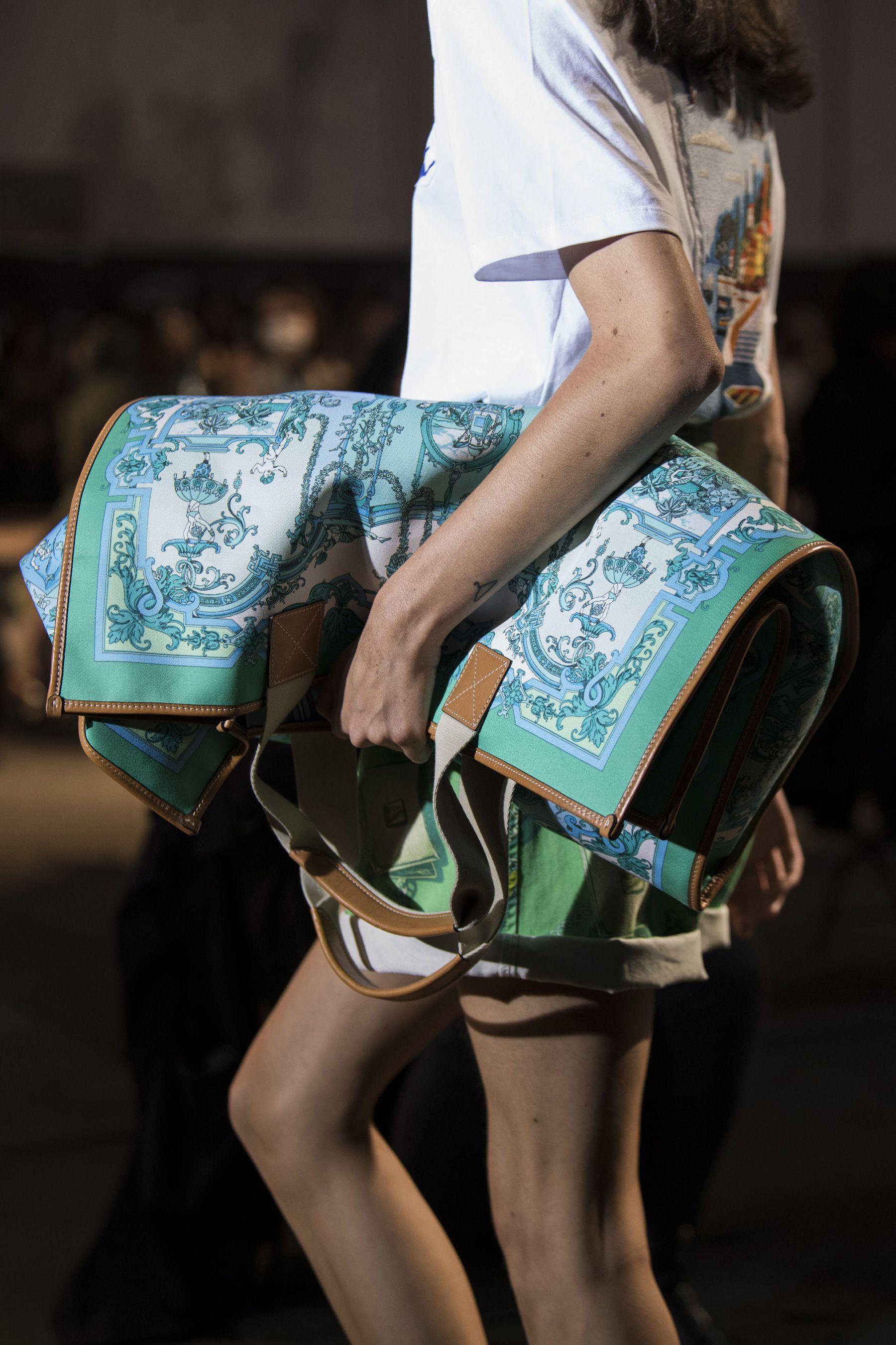 Etro Spring 2021 Fashion Show Details | The Impression | Etro, Bags, Womens fashion wear