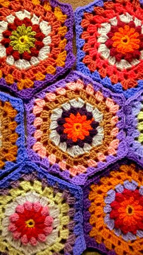 hexagon crochet blanket. Just started. Puff flower centre,granny ...