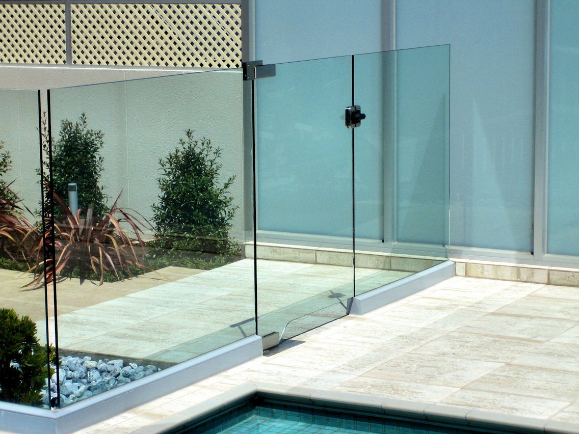 Glass Pool Fencing Gates Frameless Glass Contractors In Melbourne Glass Pool Fencing Pool Fence Mesh Pool Fence