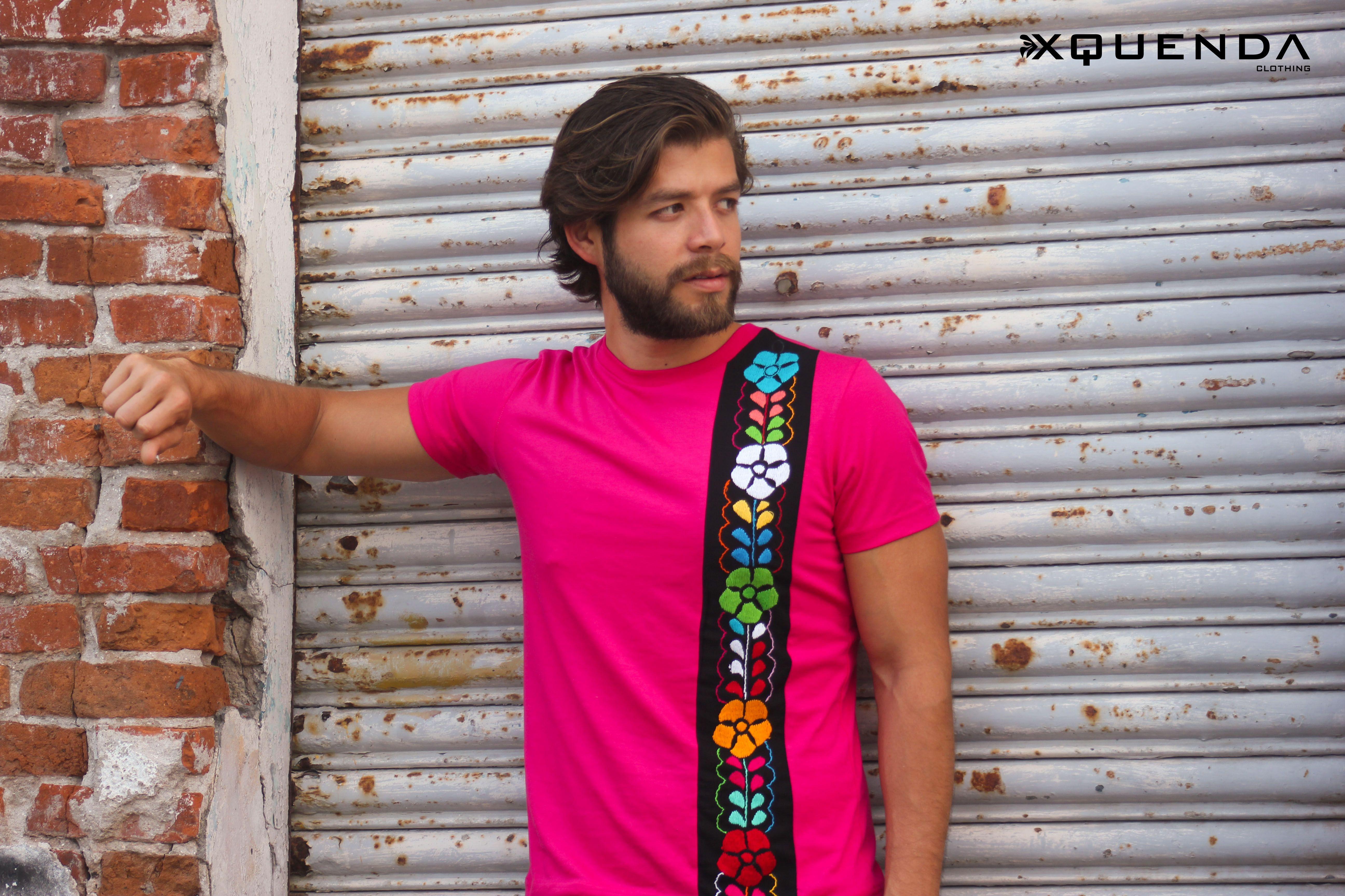 f5006b2e16f58 Playera en algodón con bordado a mano típico de Oaxaca