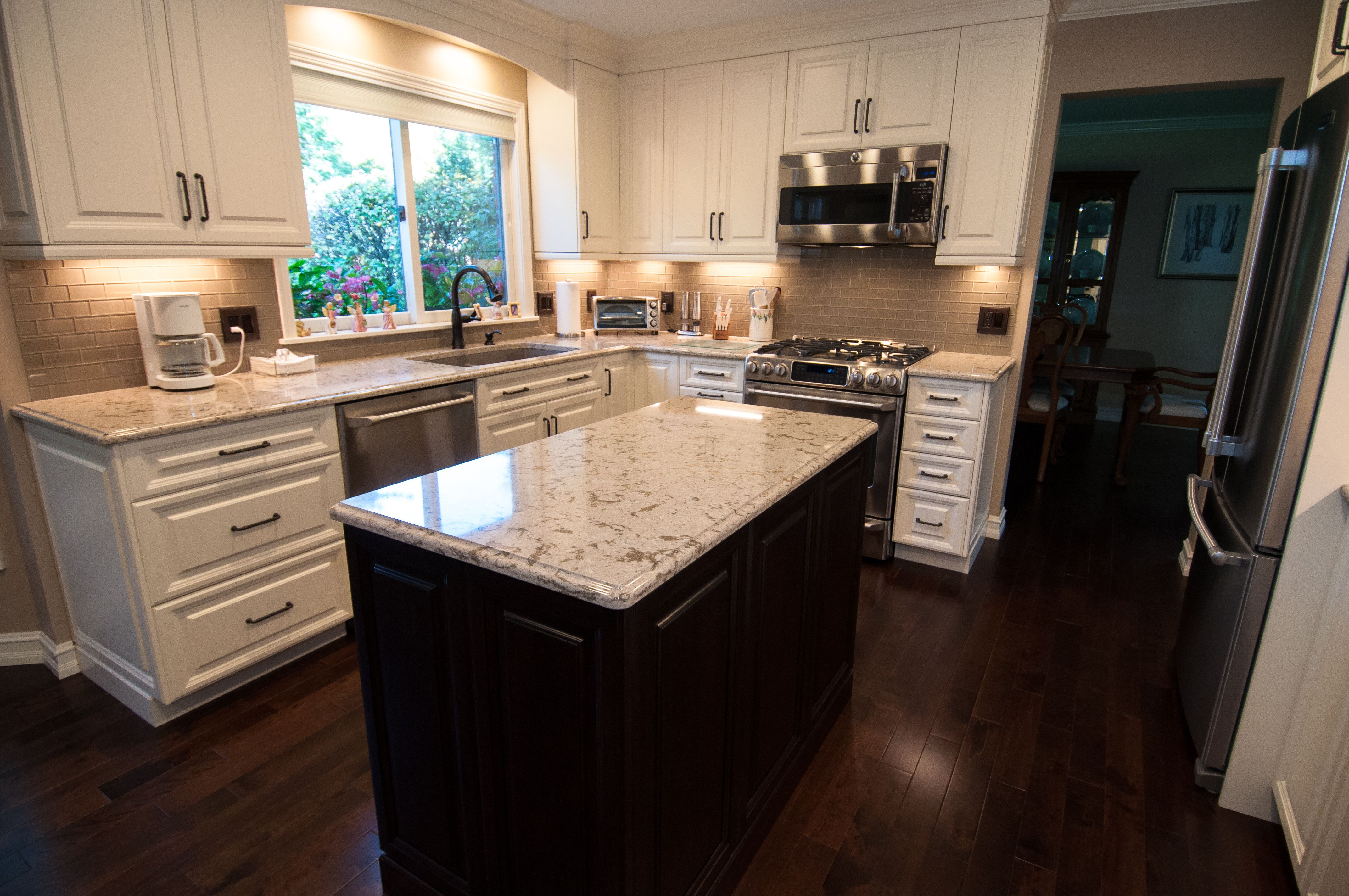 A Beautiful Kitchen From One Of Our Lafata Customers The Perimeter Cabinets Are Saratoga In Maple With An Kitchen Design Decor Kitchen Design Kitchen Remodel