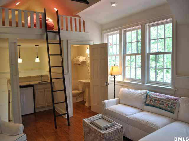 Cute efficiency apartment above a garage miniature for Garage studio apartment ideas