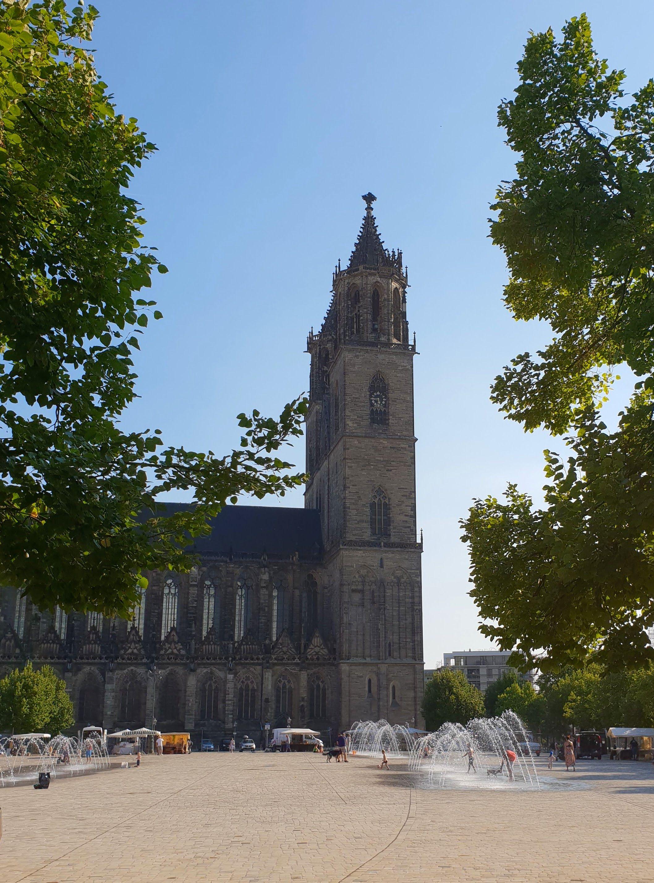 Magdeburg Bietet Ein Unvergessliches Familienabenteuer Zu Land Wasser Und In Der Luft In 2020 Magdeburg Familienwochenende Stadt Magdeburg
