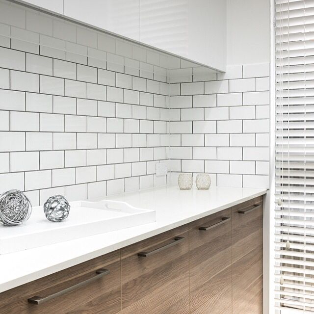 White Subway Tiles With Black Grout And Caesarstone Benchtops Black Grout Splashback Tiles White Subway Tiles