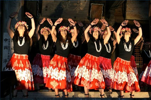 How To Dance The Swim Hula Dance Polynesian Dance Dance