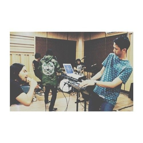 megalauman: Jakarta 13.02.14 (on duty): making the video studio session for Provoke! magazine with an awesome band, Neurotic.