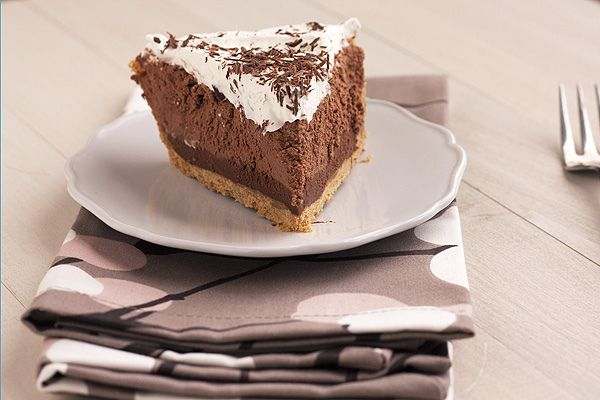 Chocolate Truffle Pie - graham cracker crust contrasts with chocolate flavor, crunchy and buttery crust, creamy filling, yum!