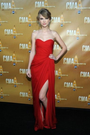 cb17205890b7 Red Monique Lhuillier at the 2010 CMA Awards - Style Crush: Taylor Swift's  Red Carpet Glamour - Photos