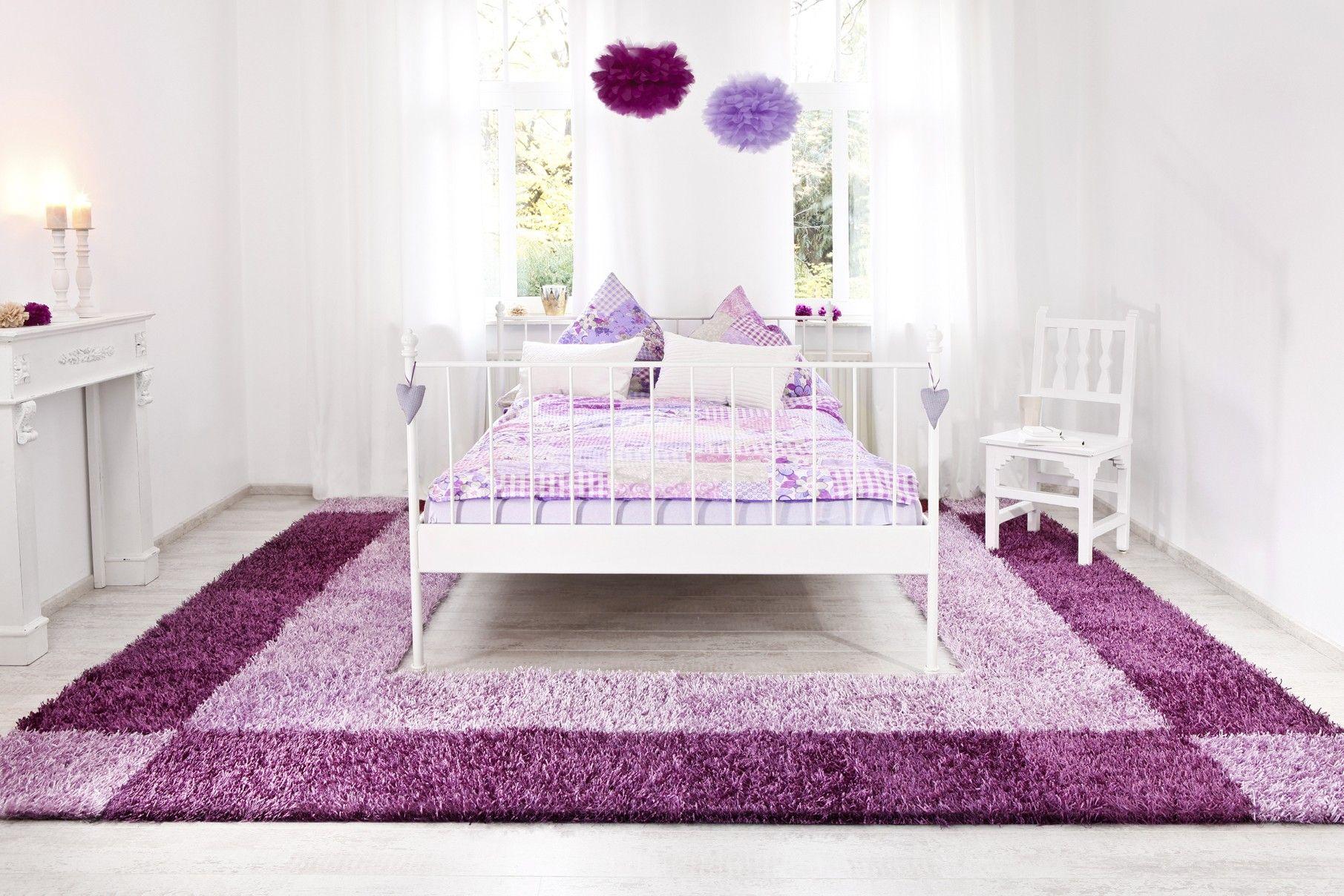 Bettumrandung In Lila Farben Mit Aussparung Für Das Schlafzimmerbett Al Mano Teppich Lila Farbe Warme Farben Farben