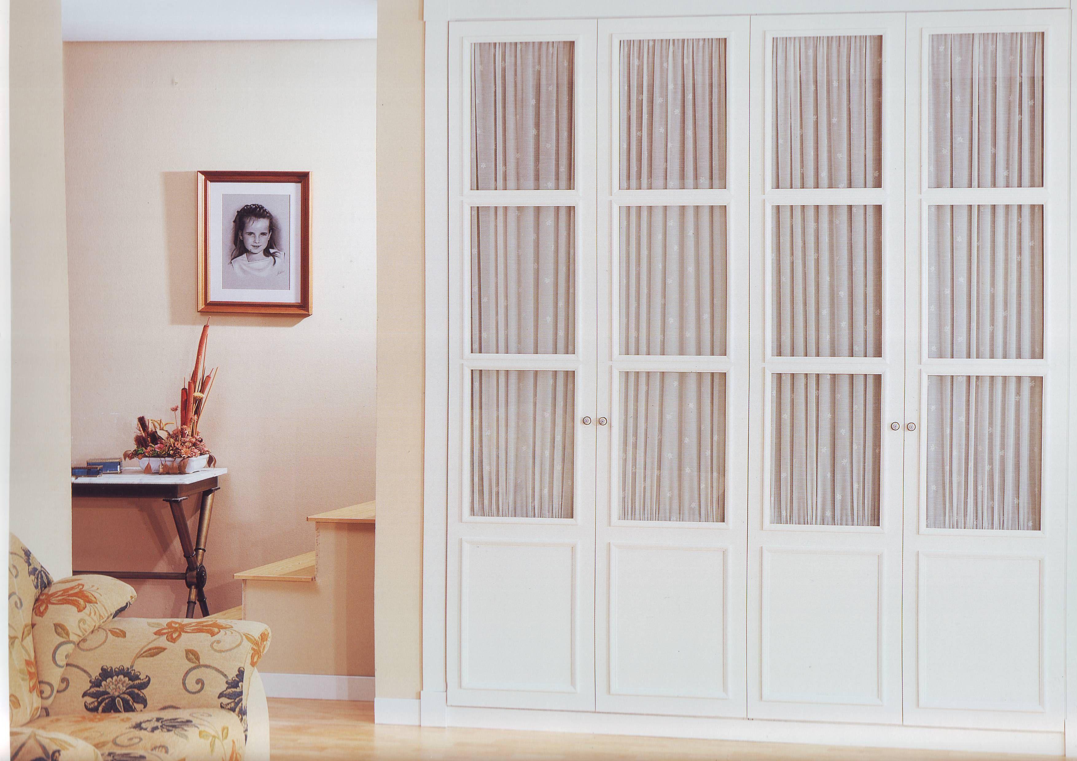 Puertas armario blanco 4 cuadros armario dormitorio for Cuanto cuesta poner una puerta interior
