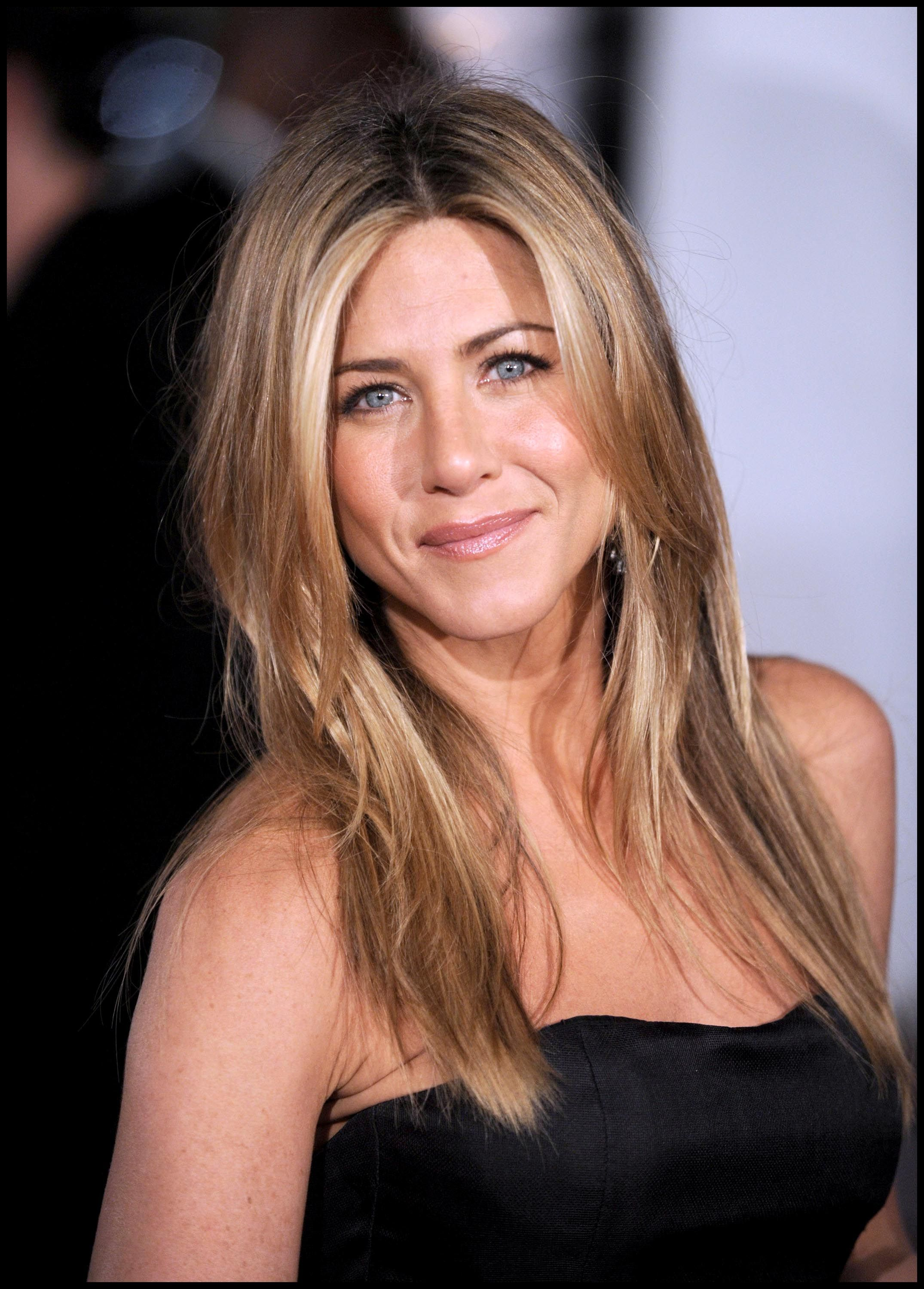 A First Look at Jennifer Aniston's (Super-Sparkly) WeddingRing forecasting