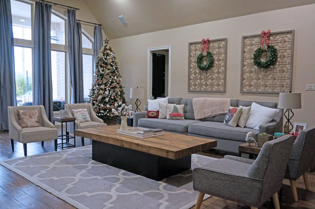 SAROM INspired, Home Décor, Home Design, Interior Design, Happy Holidays, Merry Christmas, Christmas, Farmhouse, Winter, Tis The Season, DIY, Do It Yourself, Garland, Christmas Tree, Fireplace, Mantle, Chimney, Burlap